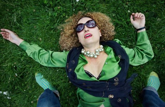 Carolyn Christov-Bakargiev kendisini Tuzlu Su'dan yeşil çimlere atmış.